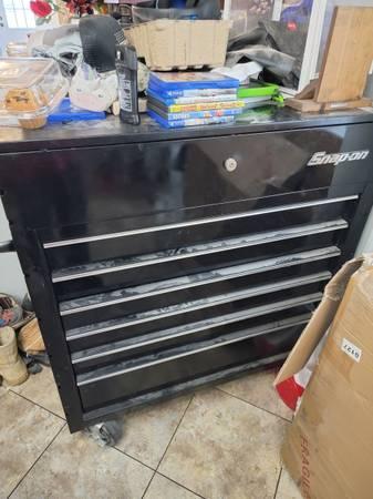 Photo Snap-on tool chest - $800 (Baird)