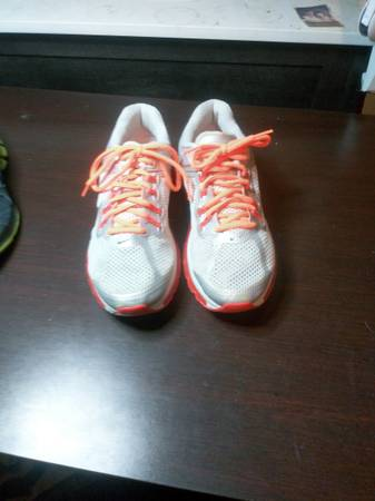 Photo Womens Nike Airmax, Mens Reebok running shoes - $70 (Wichita Falls)