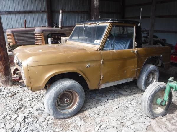 Photo 1966 Ford Bronco Factory Half cab 4X4 Original 6 cyl 3 spd on the tree - $6750 (Catawissa)
