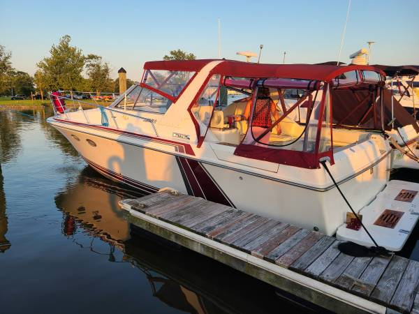 Photo 1988 Trojan 10 Meter Mid Cabin  Express Cruiser Yacht Up for sale - $23,000 (Middle River Md)