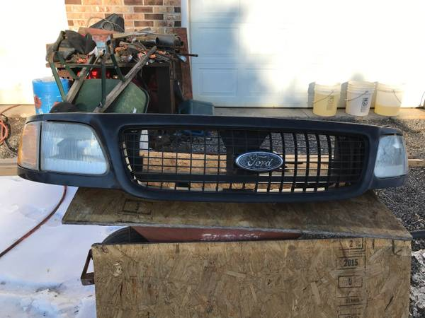 Photo 2000 Ford Expedition Grille an lights - $45 (Northumberland Pa.)