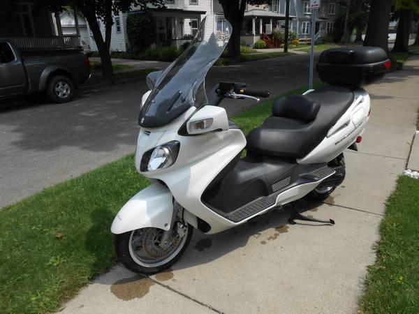 Photo 2006 Suzuki Burgman 650, 9000 miles, White - $3,900 (Cortland)