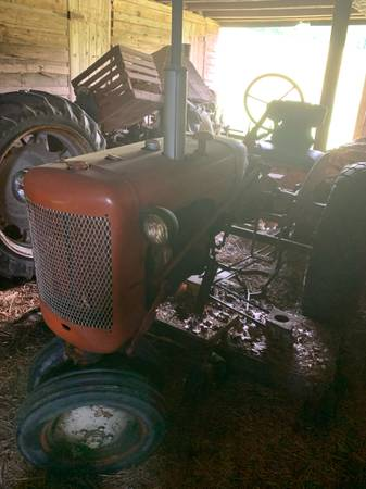 Photo Allis chalmers c with belly mower - $2,800 (Unityville)