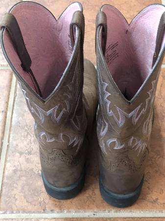 Photo Ariat Boots - $50 (Cogan Station)