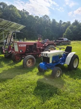 Photo Diesel Tractors Belarus 250, Toro Reelmaster 5300-D, and Ransomes 250 - $1,500 (Middleburg)