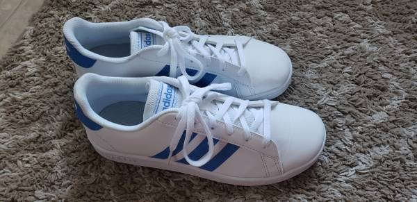 Photo FREE like new Girls sz 4.5 Girls39 Adidas Big Kid Grand Court Sneakers (Williamsport)