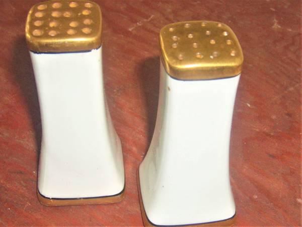 Photo Gold Trim Salt, Pepper Shaker - $3 (williamsport, pa 17701)