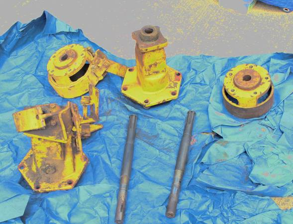 Photo Gravely Commercial 432 400 Series Tractor Axle Assemblies Parts - $200 (Montoursville)