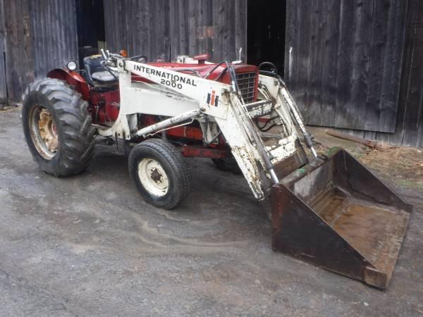 Photo International 544 Diesel Hydro 60 HP with IH loader has rear remotes - $5700 (Catawissa)