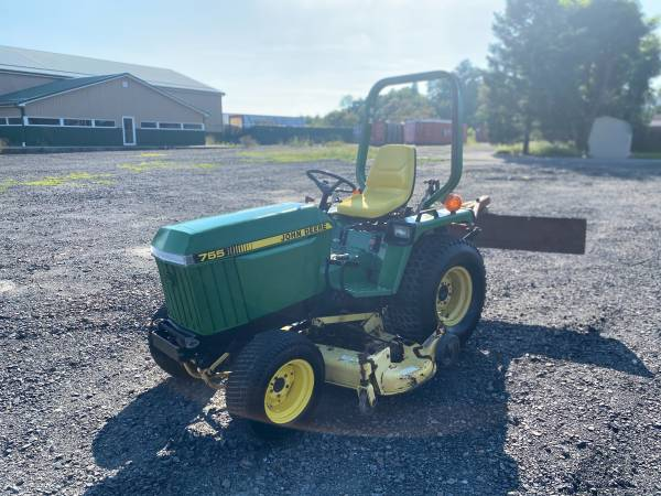 Photo John Deere 755 4WD Diesel Tractor - $4,950