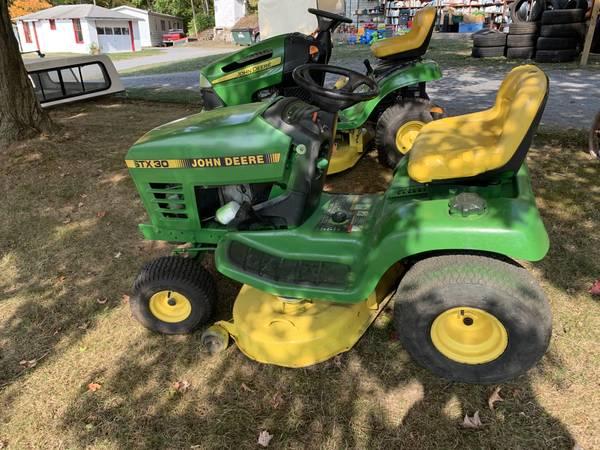 Photo John Deere Garden Tractor - $750 (Avis)