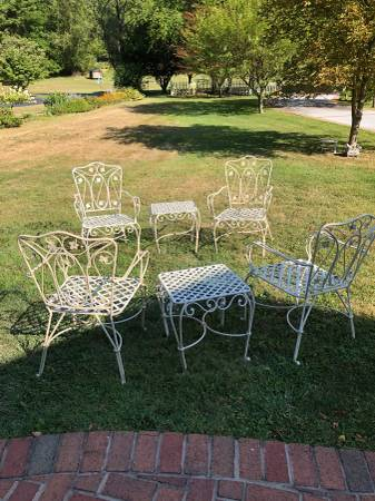 Photo Pier one chairs and tables - $175 (Jersey Shore, Pa)