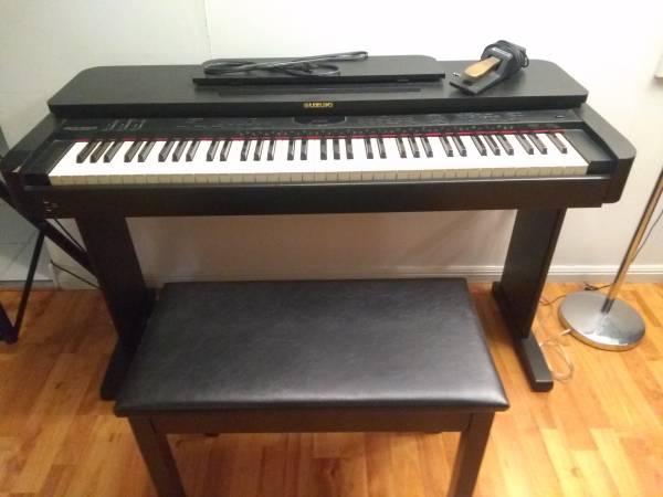 Photo Suzuki SK-700 Digital Piano wBench - $160 (Lewisburg)