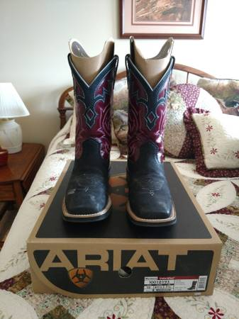 Photo Woman39s Ariat boots - $40 (Mifflinburg)