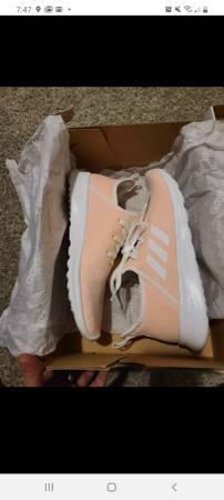 Photo Women39s size 9 Adidas cloudfoam pure - $60 (South Williamsport)