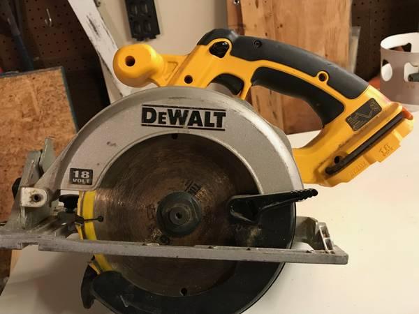Photo 18 volt Dewalt Circular Saw - $40 (Leland)