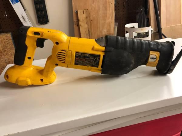 Photo 18 volt Dewalt Sawzall (Reciprocating Saw). - $30 (Leland)