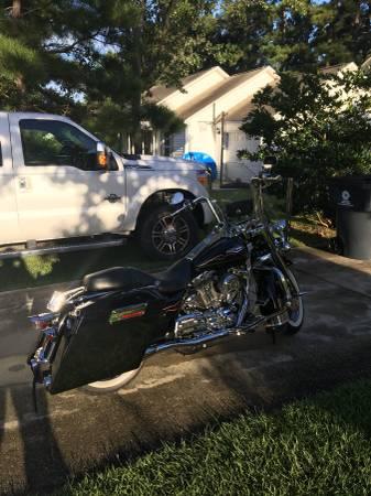 Photo 2005 Harley Road King - $8,500 (Leland)