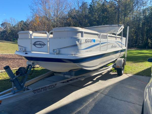 Photo 2007 Hurricane Deck Boat - $9,000 (Wilmington)