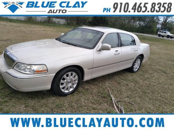 Photo 2007 LINCOLN TOWN CAR SIGNATURE LTD - $6,495 (Blue Clay  N. Kerr)