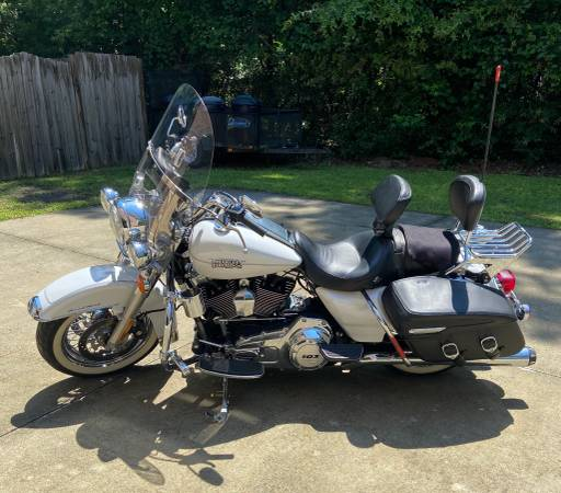 Photo 2012 Harley-Davidson Road King Classic - $15,900 (Wilmington)