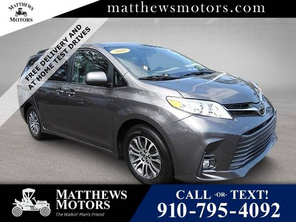 Photo 2019 Toyota Sienna XLE w Sunroof (Toyota Sienna Van)