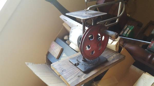 Photo Antique Hand Crank Scroll Saw - $80 (ilm)