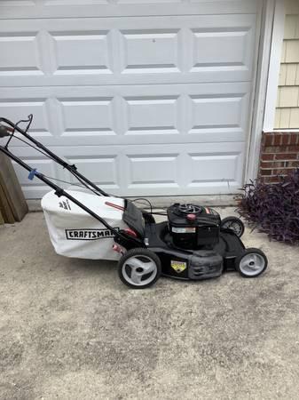 Photo Craftsman 21 Self Propelled Lawnmower - $190 (Wilmington)