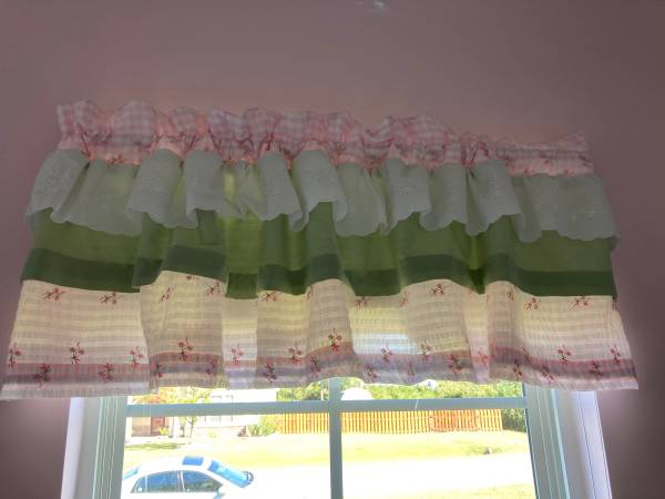 Photo Free Little Girl Curtains (Holly Ridge)