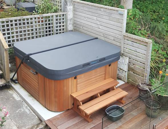 Photo Hot Tub Cover Sale New in Box (wilmington, NC)