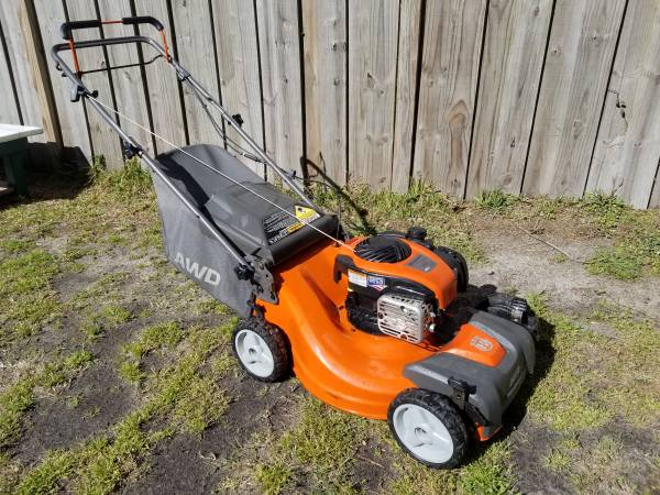 Photo Husqvarna LC221A AWD 4x4 Self Propelled Push Mower Mulcher  Bagger - $160 (Wilmington)