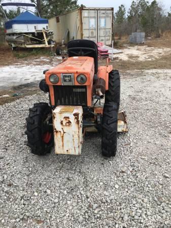Photo Kubota B7100 Tractor - $2995 (Leland N C)