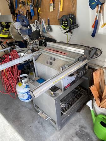 Photo Rip saw - Ryobi BT3000 table saw - $125