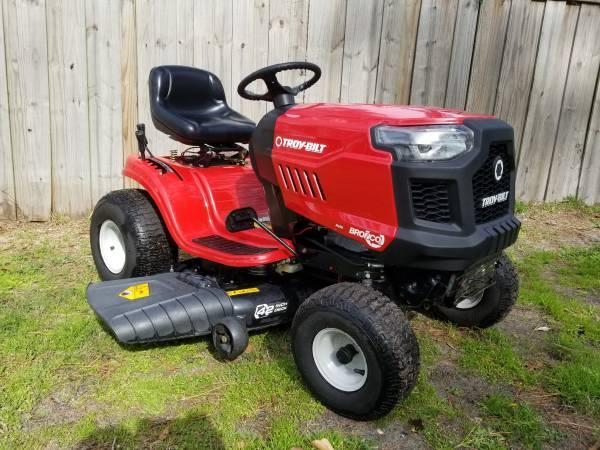 Photo TROY-BILT Bronco (Auto) Riding Lawn Mower 42quot Deck Kohler 19HP Engine - $750 (Wilmington)