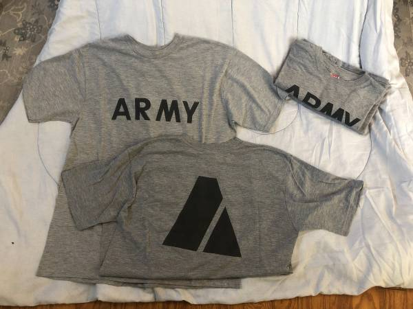 Photo Used Short-sleeve Army PT shirts - $2 (Wilmington)