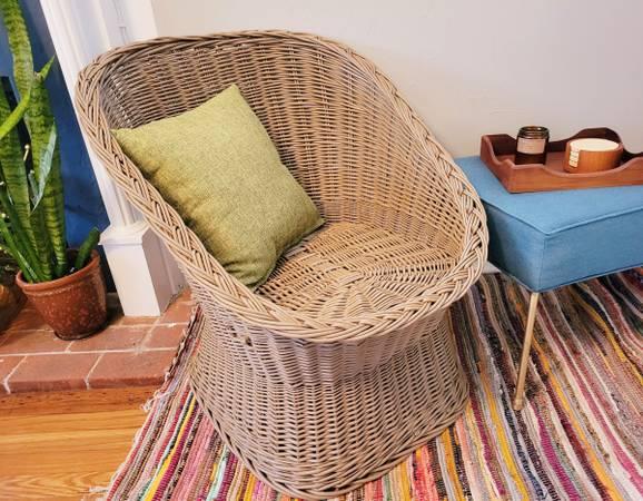 Photo Vintage Wicker Basket Chair - $150 (Wilmington)