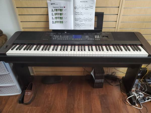 Photo Yamaha DGX-650 Piano - $599 (Wilmington)