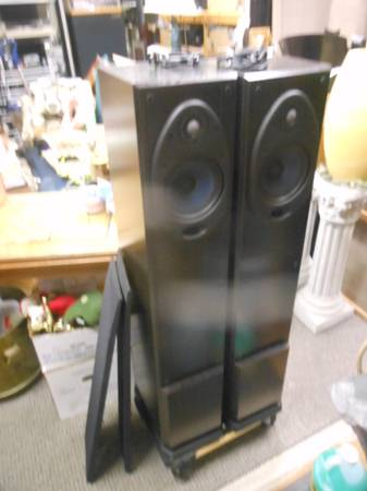 Photo powered Polk Speakers rti1000P () - $250 (near UNCW)