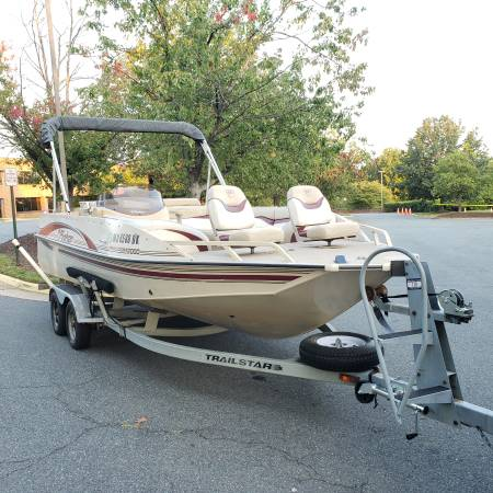 Photo 2000 Fisher Freedom 2000 deck boat - $12,500 (Springfield Virginia)