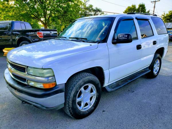 Photo 2004 CHEVY TAHOE 4X4 DRIVES GREAT 3 MONTH WARRANTY - $6,990 (ROYAL PIKE MOTORS)