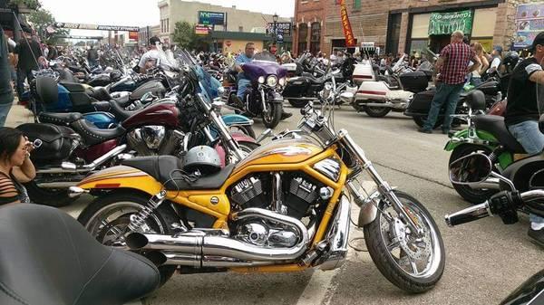 Photo 2006 Harley Davidson VRSCSE2 Screaming Eagle V-ROD - $9,800 (Laurel, MD)