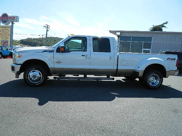 Photo 2013 FORD F350 LARIAT CREW CAB POWERSTROKE DIESEL 4X4 - $33995 (FINANCING AVAILABLE)