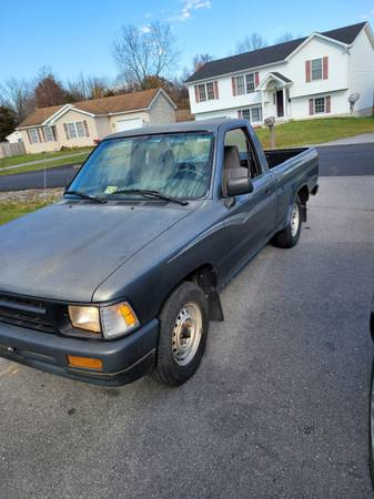 Photo 93 Toyota pickup - $3,800 (Winchester)
