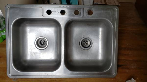 Photo Clean 36quot Double Bowl Stainless Steel Sink - $15 (Stephens City)