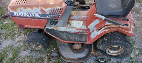 Photo Honda HT4213 Riding Lawn Mower Runs - $70 (Woodstock)