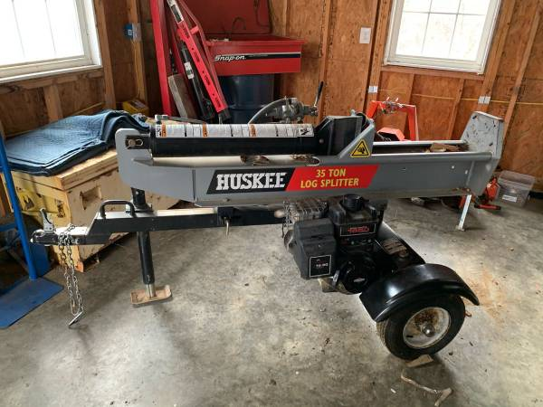 Photo Huskee 35 Ton log splitter with low hours - $1000 (Front Royal)