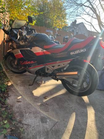 Photo Katana GSXF 750 - runs great, fun, powerful sport bike, clean title - $2,400 (Washington DC)