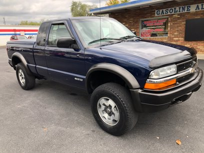 Photo Used 2002 Chevrolet S10 Pickup 4x4 Extended Cab LS w ZR-2 for sale