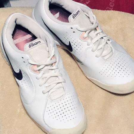 Photo Womens Nike Zoom - $50 (Winchester)