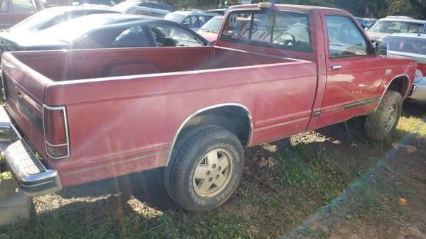 Photo 1985 chevy s10 truck and blazer parts - $450 (Lexington nc)